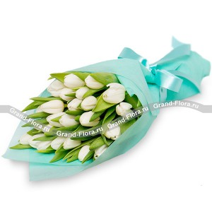 Sea Breeze - bouquet of white tulips